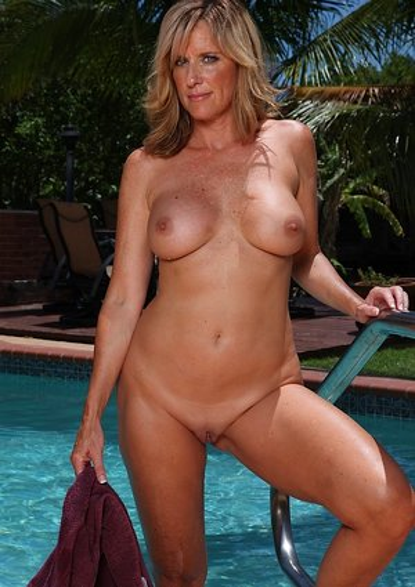 Milf Pool Porn Pics