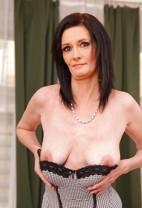 Saggy Tits Porn Pics