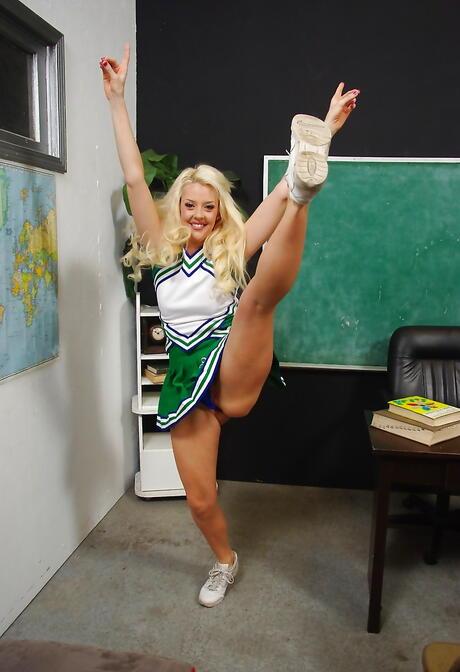 Cheerleader Porn Pics