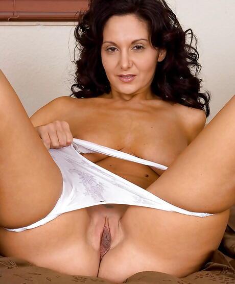 Milfs Bald Pussy Porn Pics