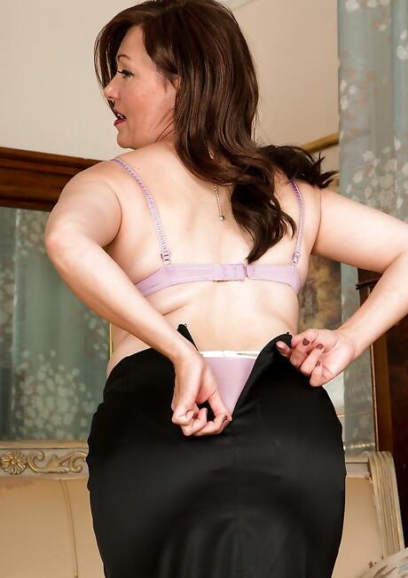 Undressing Milfs Porn Pics