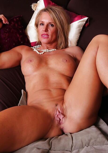 Milf Vagina Porn Pics
