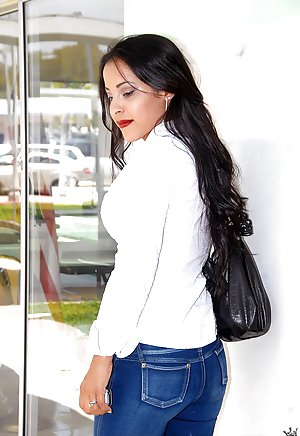 Milf in Jeans Pics