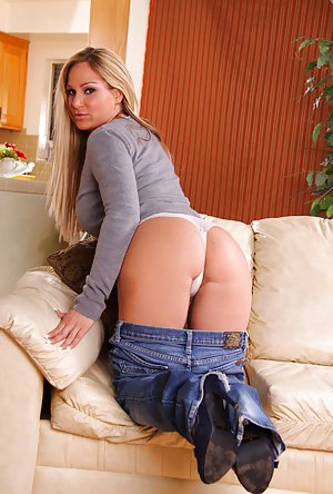 Milf in Jeans Pics