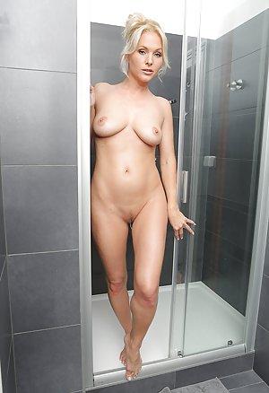 Milf Ass in Bath Pics