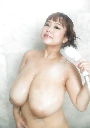 Milf in Shower Pics