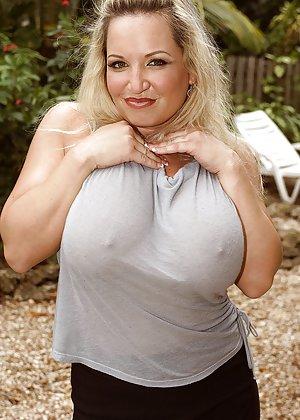 Blonde Milf Ass Pics