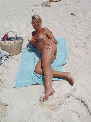 Milf Ass on Beach Pics