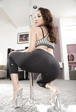 Milf Yoga Pants Pics