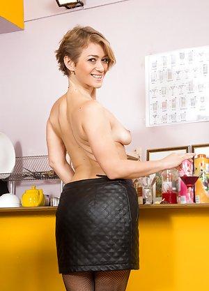 Milf in Kitchen Pics